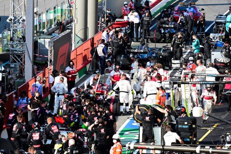 Sarat insiden, GP Tuscan start ulang untuk kedua kalinya