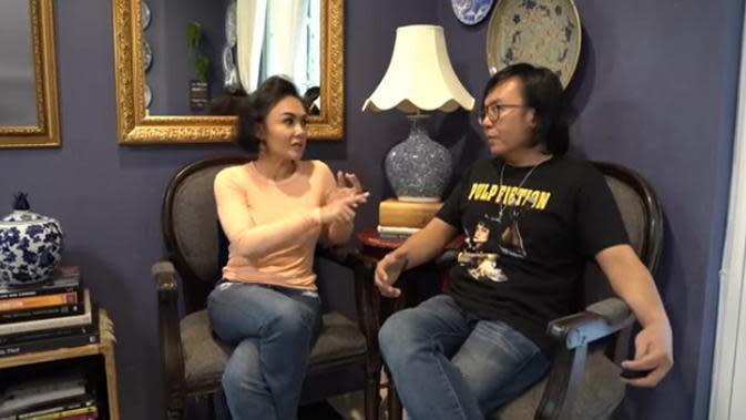 Dalam perbincangan dengan Ari Lasso yang diunggah di Ari Lasso TV, kakak kandung Krisdayanti itu menceritakan sifat Raffi saat masih pacaran dengan dirinya. (Youtube/ARI LASSO TV)