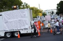 Pemukul lalat dan koin Covid ramaikan kampanye pilpres AS