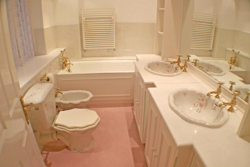 Carpeted bathrooms were very popular in years gone by, but now people think they are unhygienic. [Photo: Getty]