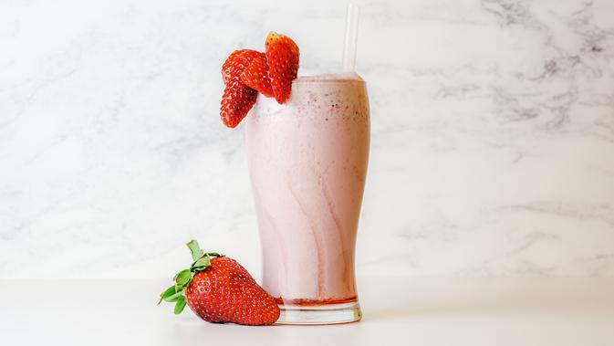 Ilustrasi milkshake stroberi. (Photo by sebastian coman photography on Pexels)