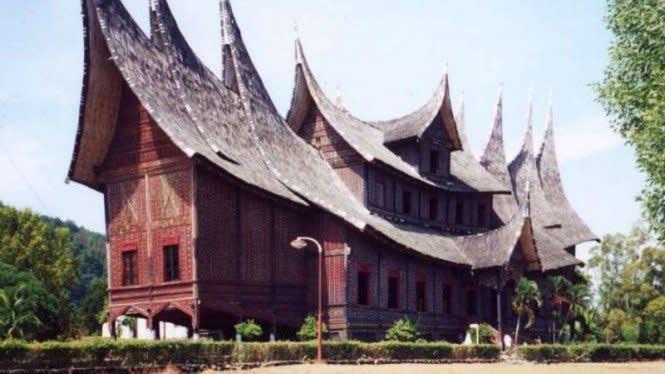 Mengenal Upacara Adat Sumatera Barat yang Khas