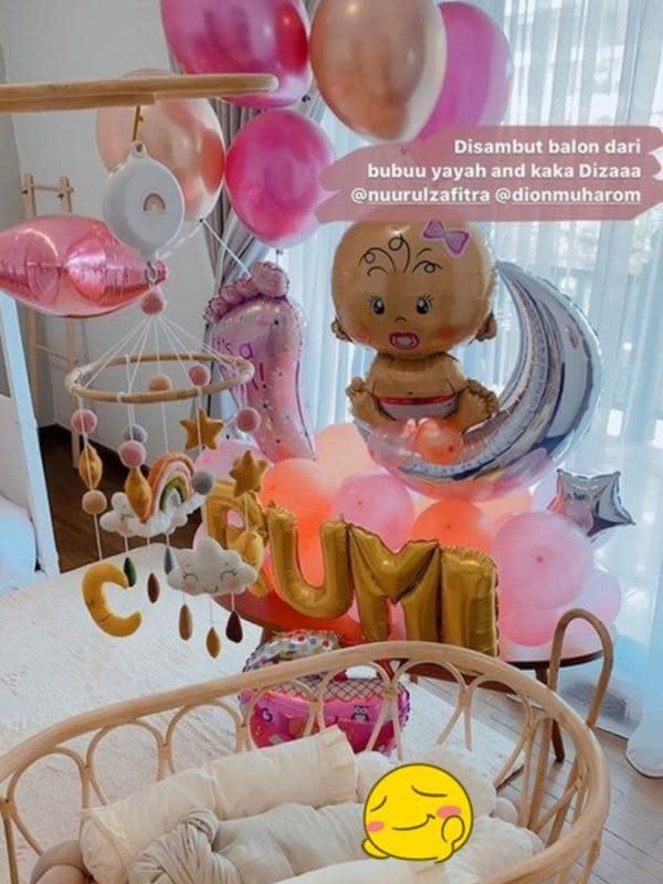 Potret Kamar Bayi Dian Pelangi yang Penuh Balon dan Serba Pink. (dok.Instagram @dianpelangi/Insta Story/Henry)
