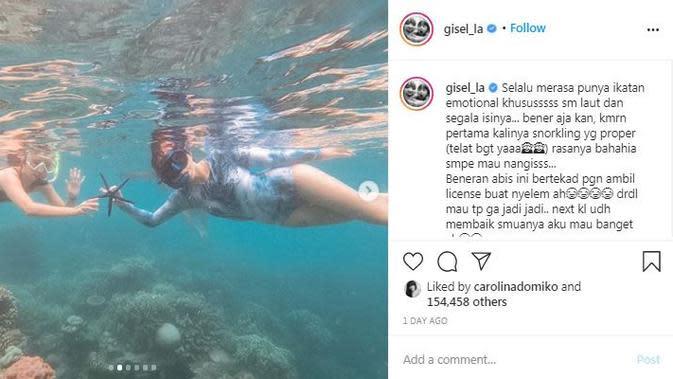 Gisel mengajarkan anaknya, Gempi, snorkeling di Pulau Macan, Kepulauan Seribu (Dok. Instagram/@gisel_la/https://www.instagram.com/p/CGZl8nzn-sJ/Komarudin)
