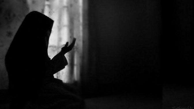 ilustrasi ibu sedang berdoa | foto : istimewa