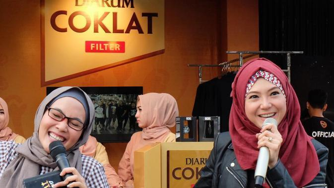 Sering Tampil Tomboi, Pesona 7 Seleb Pakai Hijab Ini Bikin Pangling (Sumber: Instagram/@popsovia)