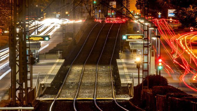 Stasiun kereta bawah tanah yang kosong terlihat saat terjadi pemogokan pengemudi kereta bawah tanah di Frankfurt, Jerman, Selasa (29/9/2020). Pemogokan pekerja layanan publik lokal melanda sebagian besar Jerman. (AP / Michael Probst)