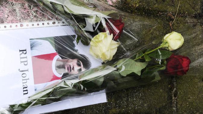 MARET - Legenda sepak bola dunia, Johan Cruyff, meninggal dunia dalam usia 69 tahun karena penyakit kanker di Barcelona. Mantan pemain Ajax dan AC Milan ini dikenal sebagai bapak Total Football saat menangani La Blaugrana. (AFP/Evert Elzinga)