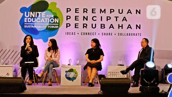 Founder Difalink, Ni Komang Ayu Suriani (dress htam) saat jadi pembicara di UFE Sustainability Forum 2019 di Gandaria City Hall, Jakarta Selatan, 7 November 2019. (Liputan6.com/Asnida Riani)