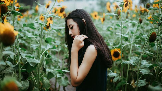 ilustrasi perempuan sendiri/Photo by Miftah Rafli Hidayat from Pexels