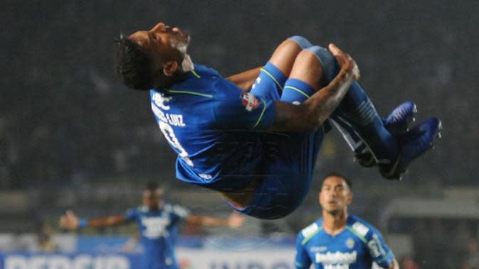 Striker Persib Bandung Wander Luiz merayakan golnya ke gawang Persela Lamongan pada pekan pertama Shopee Liga 1 di Stadion Si Jalak Harupat, Bandung, Minggu (1/3/2020). (foto: https://https://www.instagram.com/persib_official)