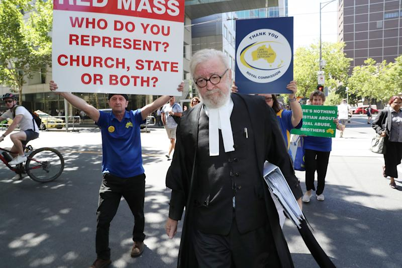 Pell's lawyer Robert Richter apologises for 'vanilla' comment