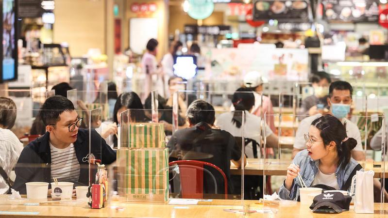 近日本土個案回歸個位數,台灣目前防疫是否要再降級?
