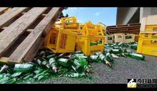 影/國道3號和美交流道匝道 上千酒瓶遭甩飛猛烈砸地