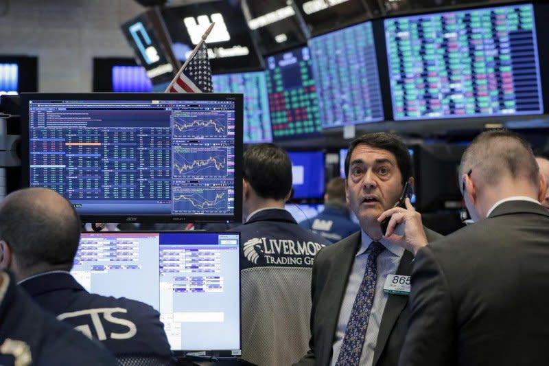 Wall Street ditutup naik, dengan Indeks Dow Jones terangkat 52,31 poin