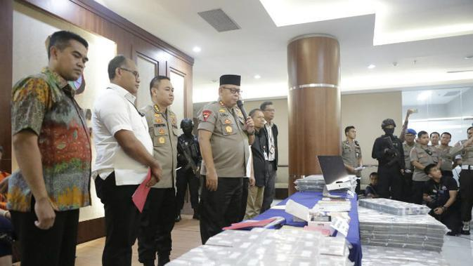 Polda Jatim kembali menetapkan tersangka baru terkait kasus investasi bodong PT Kam and Kam pada Jumat (10/1/2020). (Foto: Liputan6.com/Dian Kurniawan)
