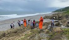 颱風巴威海警發布 海巡人員勸離觀浪遊客 (圖)