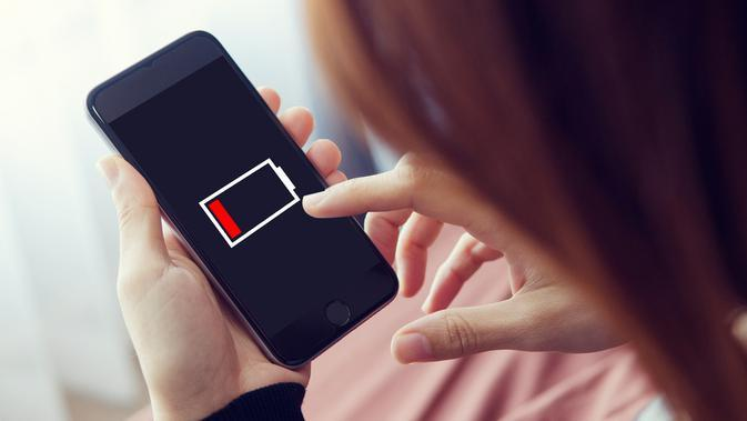 Ilustrasi smartphone low battery/shutterstock.