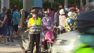 【本周暖心聞精選】風雨無阻坐電動輪椅也要來!74歲嬤當導護志工20年守護學童