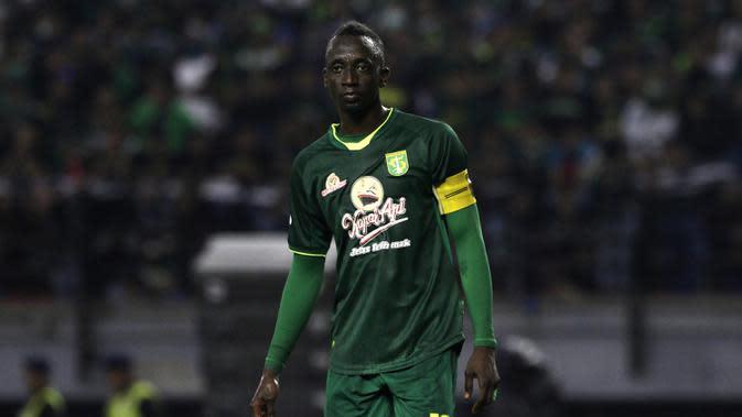 Makan konate - Gelandang serang kelahiran Mali ini resmi berlabuh ke Persebaya dari Arema FC pada awal musim Shopee Liga 1 2020. Kedatangan Konate diharapakan bisa membawa Persebaya tampil lebih kompetitif. (Bola.com/Yoppy Renato)