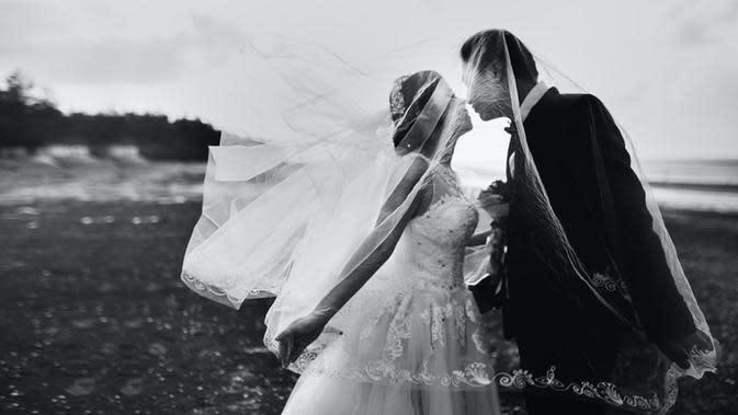 Ilustrasi pasangan yang memisahkan berbagai urusan, meski telah menjadi pasangan suami istri (Dok.Unsplash)