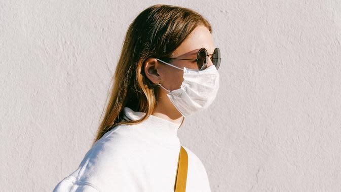 ilustrasi cara mencegah kacamata berembun saat menggunakan masker/pexels