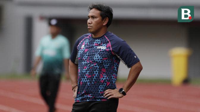 Setelah dua tahun menyerap ilmu Luis Milla, pada tahun 2019 Bima Sakti pun ditunjuk PSSI untuk menjadi pelatih Timnas Indonesia U-16. (Bola.com/M Iqbal Ichsan)