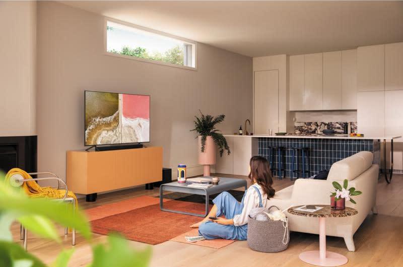 Save $100 on the Samsung 55-inch QLED 4K UHD HDR Smart TV (Q60T). (Photo: Samsung)