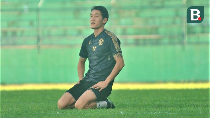 Gelandang Arema FC asal Korea Selatan, Oh In-kyun. (Bola.com/Iwan Setiawan)
