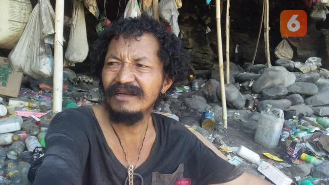 Mengintip Endi Pora, ODGJ yang 5 Tahun Hidup di Gua Batu Berteman Sampah