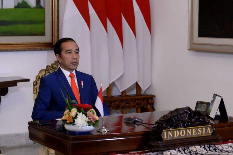 Presiden Jokowi dan para menteri tunaikan zakat secara daring