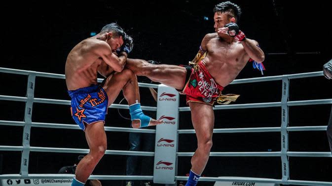 Sok Thy Menangkis Tendangan dari Mongkolpetch (Foto: One Championship)