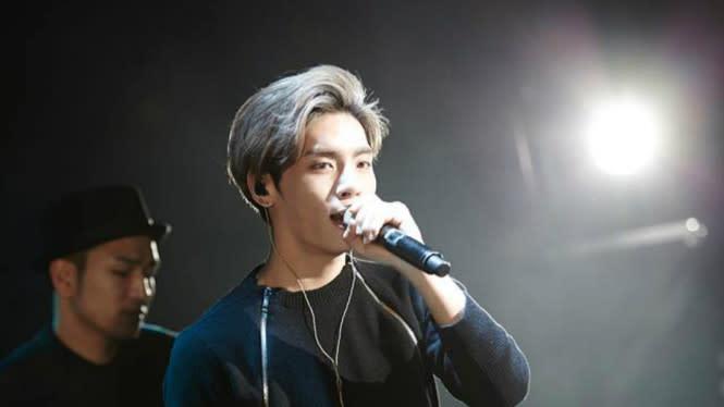 Tampil di Sebuah Acara, Lee Hi Bicara Tentang Jonghyun