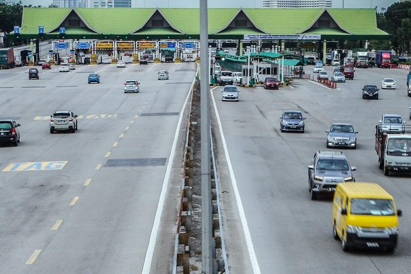 Take note, motorists: RFID toll lane only deducts from