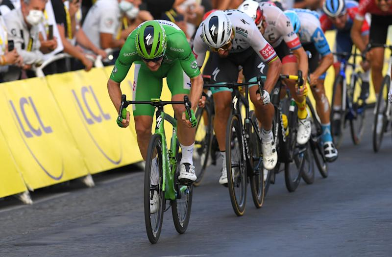PARIS FRANCE SEPTEMBER 20 Sprint Arrival Sam Bennett of Ireland and Team Deceuninck QuickStep Green Points Jersey Peter Sagan of Slovakia and Team Bora Hansgrohe Alexander Kristoff of Norway and UAE Team Emirates during the 107th Tour de France 2020 Stage 21 a 122km stage from MantesLaJolie to Paris Champslyses TDF2020 LeTour on September 20 2020 in Paris France Photo by Tim de WaeleGetty Images