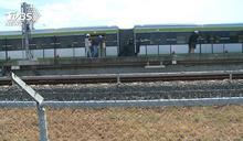 人力推車!台中捷運故障 20人推百噸列車