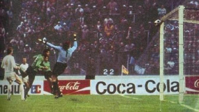 Gawang persegi Hampden Park gagalkan ambisi Saint-Etienne juara Piala Champions 1976. (Twitter)