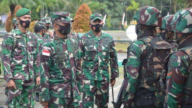 TNI Lepas Pasukan Ular Piton Hijau Jaga Tambang Emas Papua