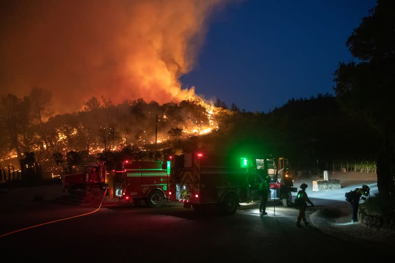 California wine country wildfire forces evacuation of hospital, hundreds of homes