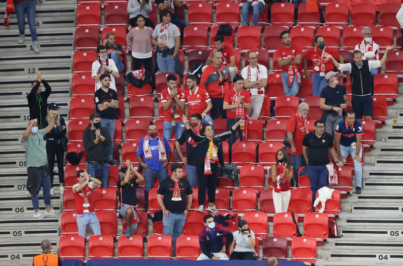 Fans on best behaviour at Super Cup spectator 'pilot run'