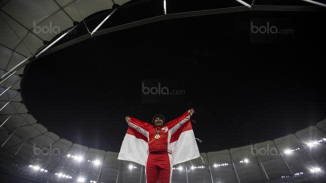 Atlet atletik Indonesia, Eki Febri Ekawati, meraih medali emas SEA Games cabang atletik nomor tolak peluru di Stadion Bukit Jalil, Kuala Lumpur, Jumat (25/8/2017). (Bola.com/Vitalis Yogi Trisna)