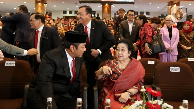 Presiden ke-5 RI Megawati Soekarnoputri menghadiri acara penganugerahan gelar kehormatan Doktor Honoris Causa Dr. HC. Puan Maharani dari Universitas Diponeoro, Semarang, Jawa Tengah, Jumat (14/2/2020). (Liputan6.com/Johan Tallo)