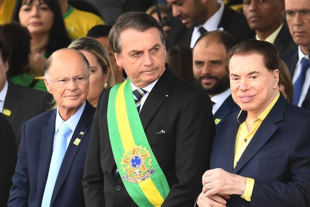 爱迪尔·马塞多(Edir Macedo)和西尔维奥·桑托斯(Silvio Santos)以及总统贾尔·博尔索纳罗(Jair Bolsonaro)(照片:EVARISTO SA /法新社,盖蒂图片社)