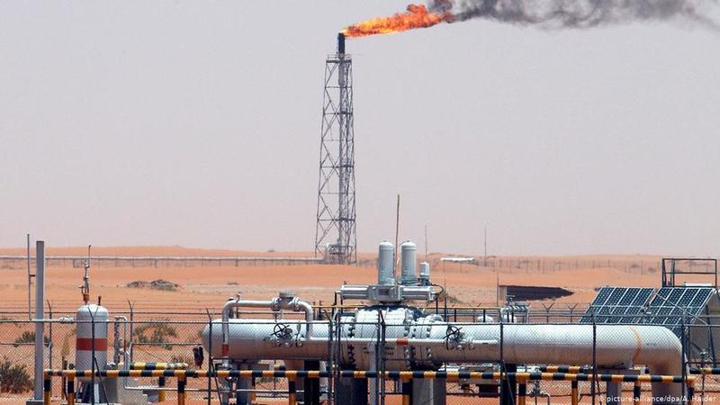"""國際石油""""價格戰""""?中國受益"""