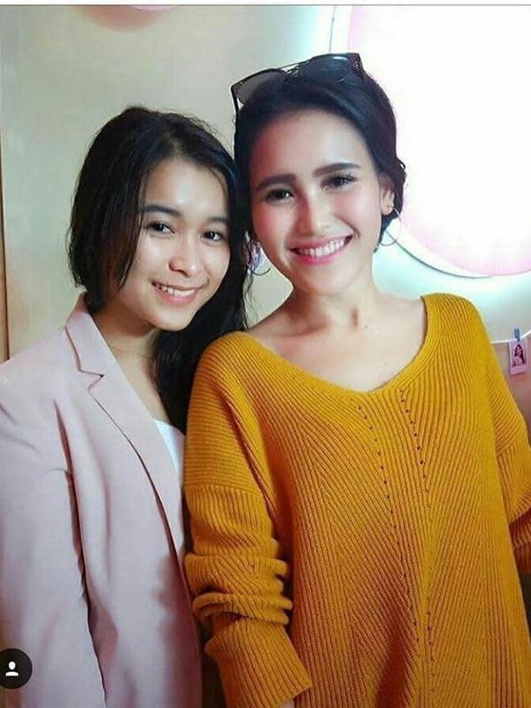 Momen Manis Ayu Ting Ting dan Adik Saat Hangout (sumber: instagram/syifaasyifaaa)