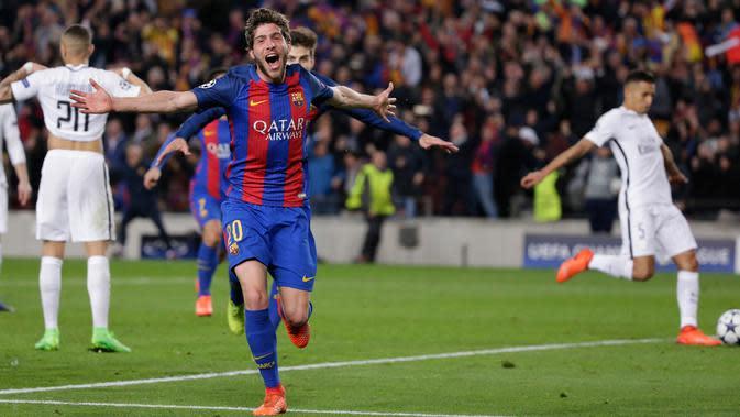 Gelandang Barcelona, Sergi Roberto melakukan selebrasi usai mencetak gol kemenangan di 16 besar Liga Champions antara Barcelona dan Paris Saint-Germain (PSG) di stadion Camp Nou, Spanyol (9/3). Barcelona menang 6-1 (agregat 6-5). (AP/Emilio Morenatti)