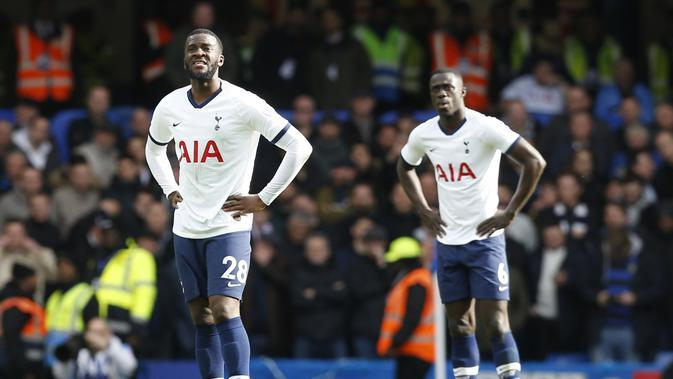 Inter Milan mulai berancang-ancang menjadikan gelandang Tottenham Hotspur, Tanguy Ndombele, sebagai alternatif andai gagal mengamankan jasa N'Golo Kante dari Chelsea. (AFP/Ian Kington)