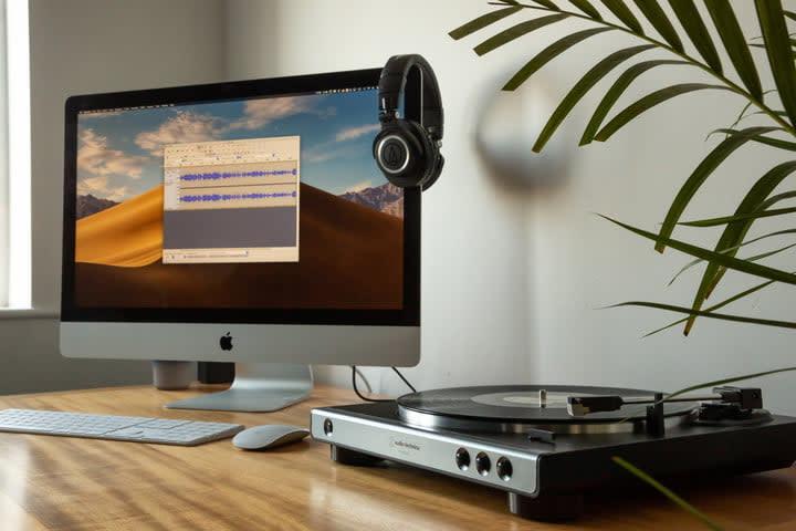 Audio Technica AT-LP60XUSB Best Turntables Under $200