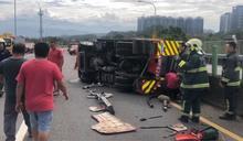 快新聞/新竹消防車遭聯結車擦撞 橫躺台68快速道路