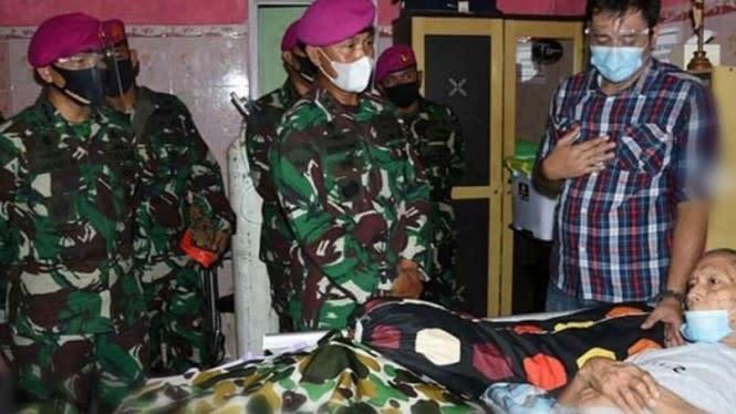 Komandan Marinir Besuk Prajurit Pengangkat Jenazah Jenderal Korban PKI